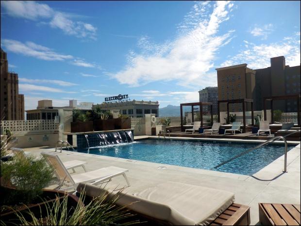 Hotel Indigo rooftop pool