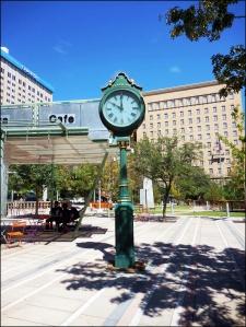 sidewalk-clock